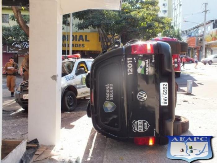 Siate atende policiais após colisão entre duas viaturas na Av. Brasil