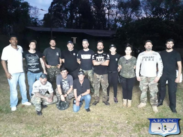 Equipe de Policiais Civis do Grupo FERA ministrando instruções ao DENARC (núcleo Foz)