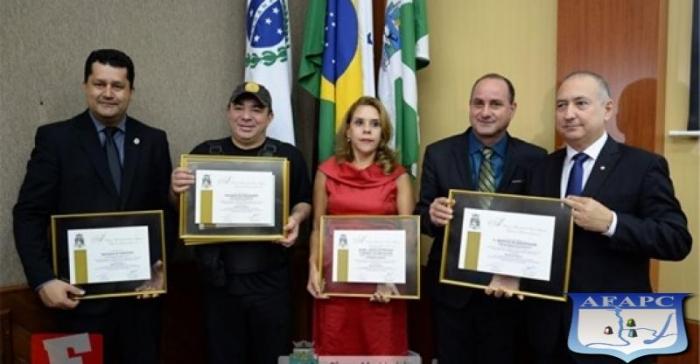 POLÍCIA CIVIL DE FOZ DO IGUAÇU RECEBE HOMENAGEM NA CÂMARA MUNICIPAL